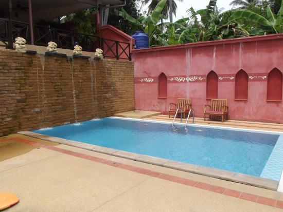 Chor Chang Villa Resort : Бассейн