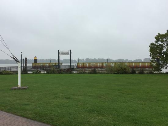Wedel, Almanya: Schiffsanlegestelle Willkommhöft