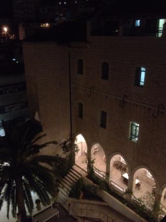 Sisters of Nazareth Convent: Вид из здания во внутренний двор