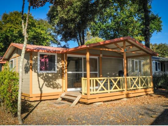 Chalet bois deux chambres photo de camping la puerta del for Camping le bois joli la chambre