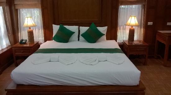 Cha Wan Resort: Beautiful bed and room decor