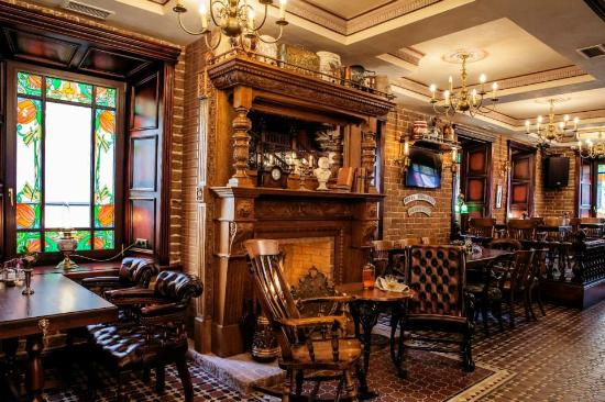 Britannia English Pub & Whisky Cellar