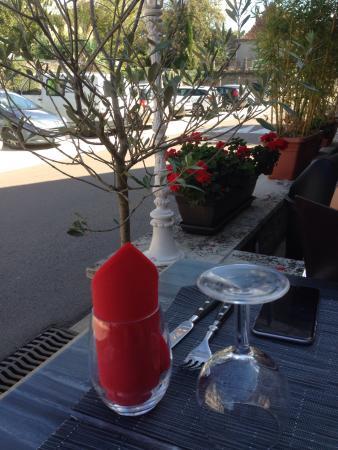 Alvignac, França: Chez Ernestine en terrasse