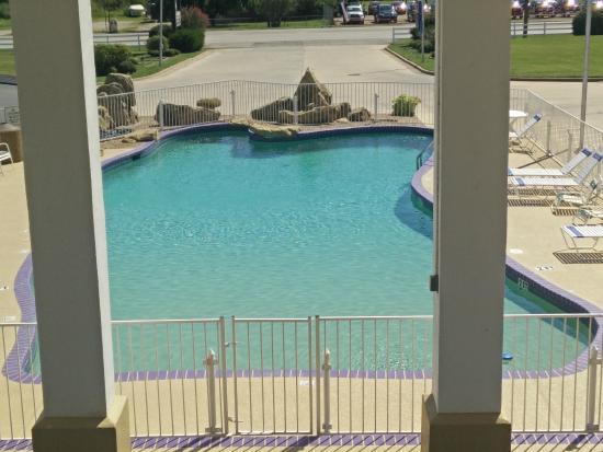 Knights Inn Mineral Wells: Pool View