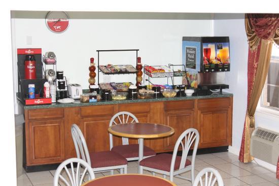 Knights Inn Mineral Wells: Breakfast Area