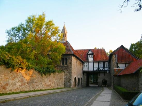 Landhaus Seela: Old house with arch near Cloisters