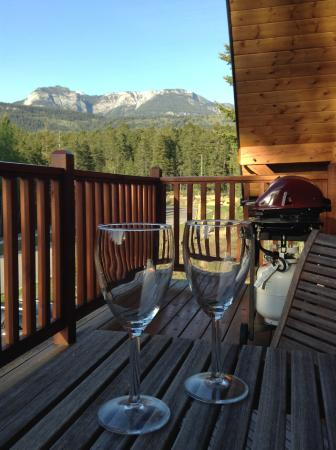 Canyon Ridge Lodge: The Purcell Suite's private balcony, a great place to enjoy the view.