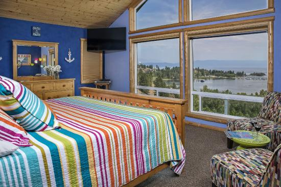 Outlook Inn Bed and Breakfast: The Lake Room offers spectacular views and luxury amenities!