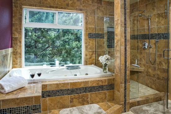 Somers, MT: The Lake Room bathroom is made for indulgence!