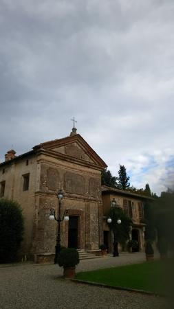 Pievescola, Itália: 教会と宿泊棟