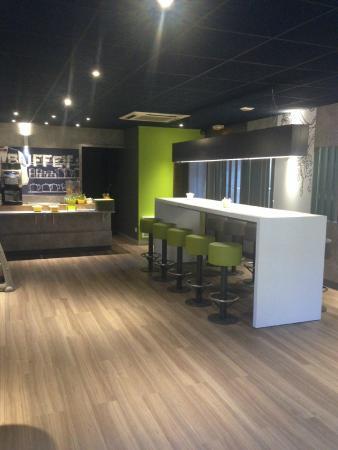Ibis Budget Hyeres Centre Ville : Salle petit déjeuner
