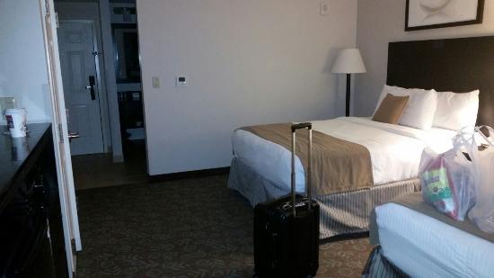 Miramar Inn: Nice, cool, and comfy