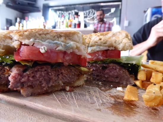 Merendero Lake Burgers: Very juicy and delicious