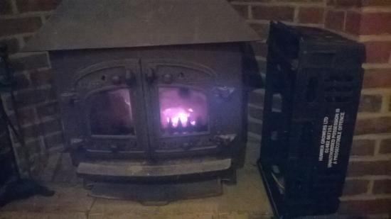 Pewsey, UK: lovely  wood fire