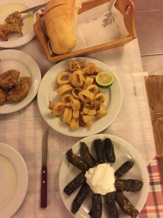 Chorafakia, กรีซ: calamari, stuffed vine leaves and courgettes in batter