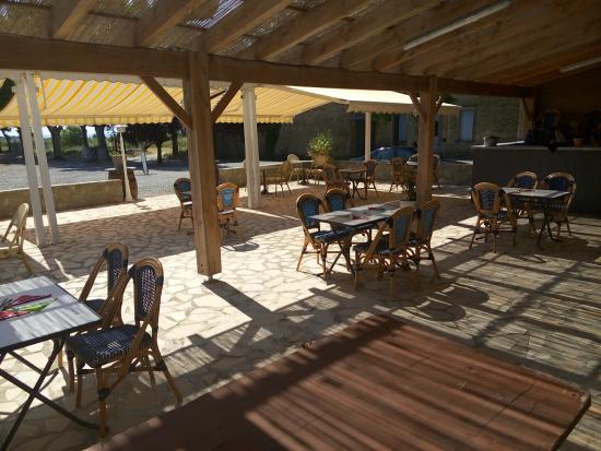 Trausse, ฝรั่งเศส: la terrasse pour les beaux jours