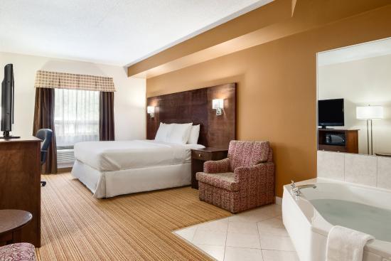 Days Inn Leamington: 1 King Jacuzzi Suite