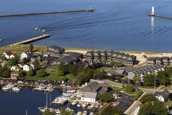 Harbor Lights Resort: Property Aerial Photo
