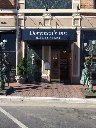 Doryman's Inn: Hotel acolhedor, valor é um pouco alto, porém, de fronte ao pier, um café muito bom e quarto bem