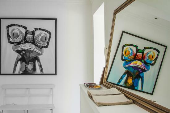 Casa Veintiuno : Colorful paintings