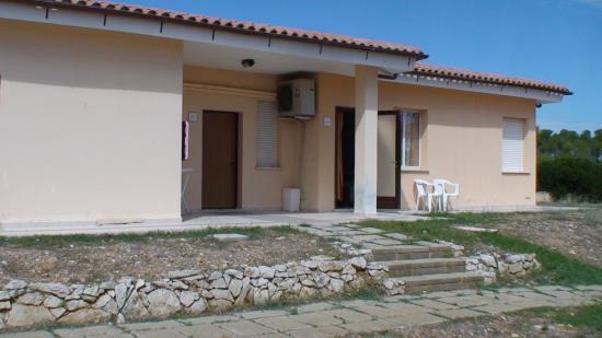 Hostal de l'Alguer: Один из домиков хостела