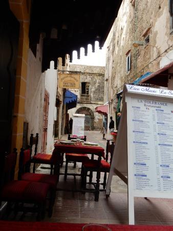 Restaurant La Tolerance : outside tables at La Tolerance