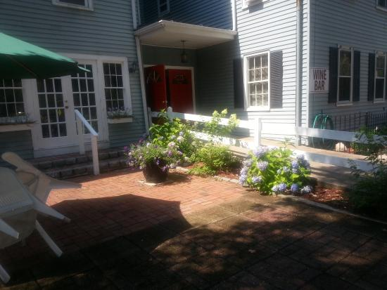 Ivoryton, CT: Front Patio