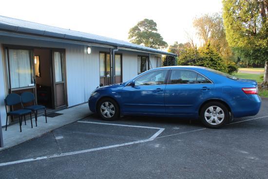 Ohakune Court Motel: Парковка прямо у номера