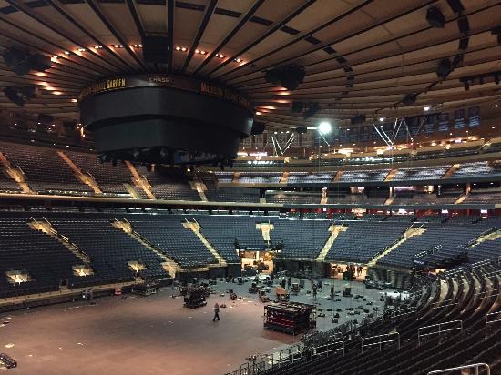 Montando estrutura para show Madonna Picture of Madison Square