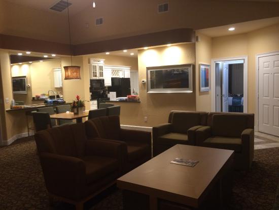 Summer Bay Orlando By Exploria Resorts: Villa Living room/Kitchen