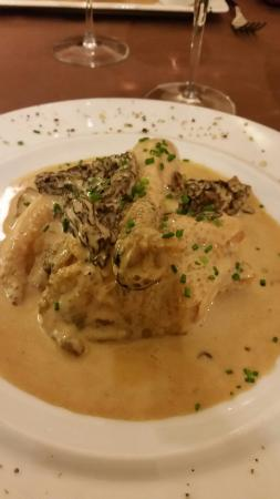 Passenans, Prancis: Poulet aux morilles à  la crème