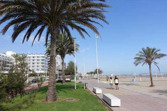 Hotel RH Gijon: Gandia Beach Boardwalk