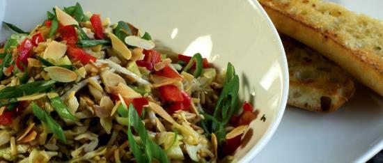 Brodeurs Bistro: Memphis Crunch Salad