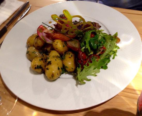 La Suite Deco nordique,entréeœuf cocotte au foie gras,huîtres,