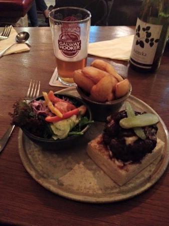 Oughterard, Irlanda: Burger!