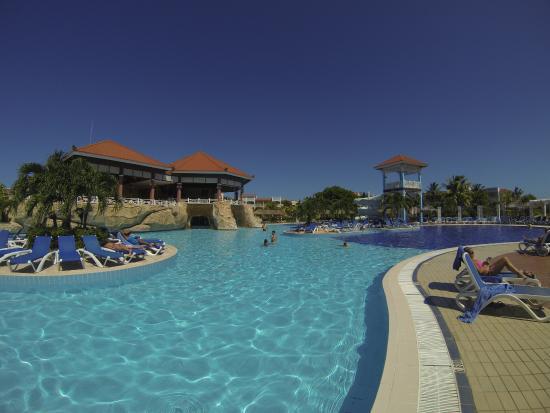 Bar piscine animation picture of memories varadero beach for Piscine varadero
