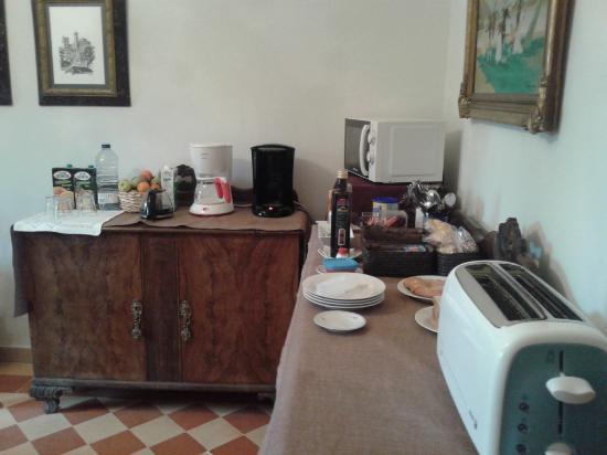 Hostal Puerta Medina: Sala de desayunos