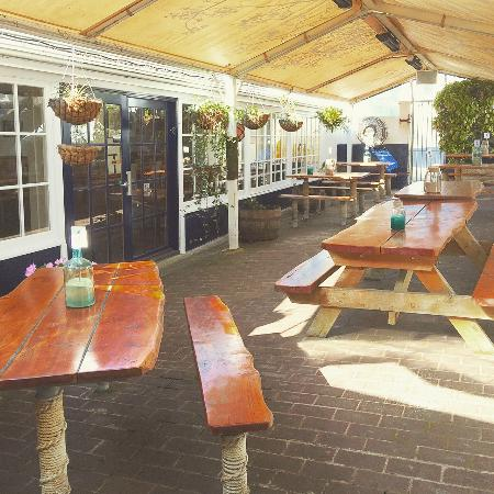 Shipwright's Arms Hotel: Beer Garden