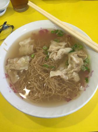 Hon's Wun Tun House : 雲呑が美味しかった。干し海老の薄味スープに雲呑の肉に胡麻油味を味付けがしてありさっぱりと優しい味でした。
