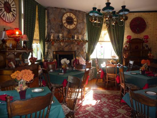 The Historic American River Inn : Dining Room