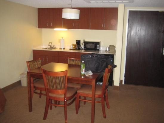 Holiday Inn Express Middlesboro : Table area
