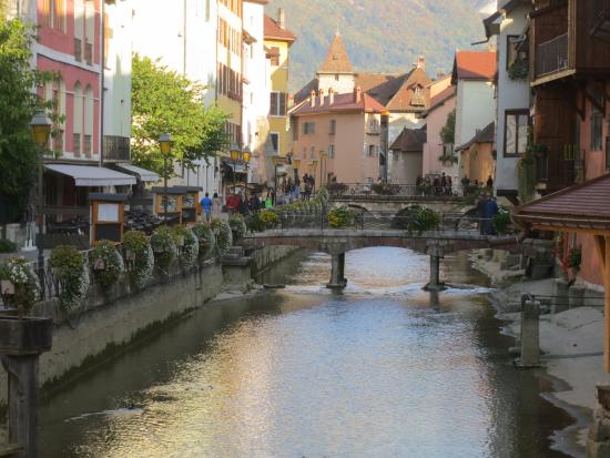 Vieille ville annecy picture of la vieille ville annecy for Piscine annecy