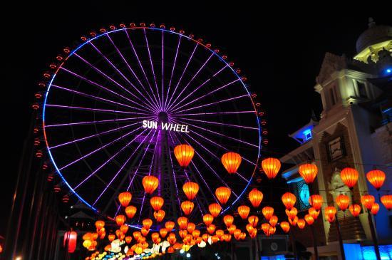 Đặt vé máy bay đi Đà Nẵng vui chơi tại Sun Wheel