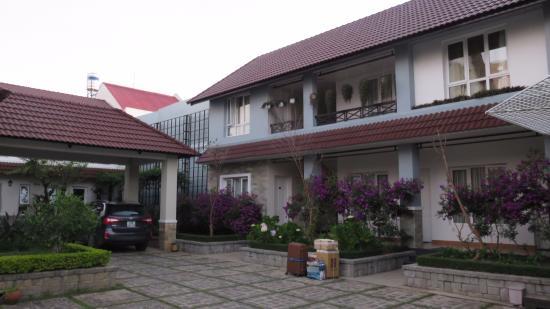 Hoang Loc Villa Hotel: Ground floor & upper floor