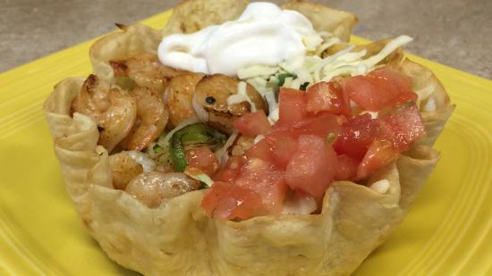 Callao, VA: Shrimp Taco Salad