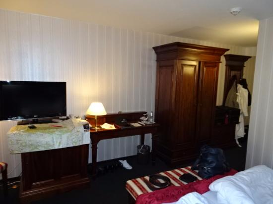 Hotel and Spa Wasserschloss Westerburg: Medici Zimmer blick auf Schrank