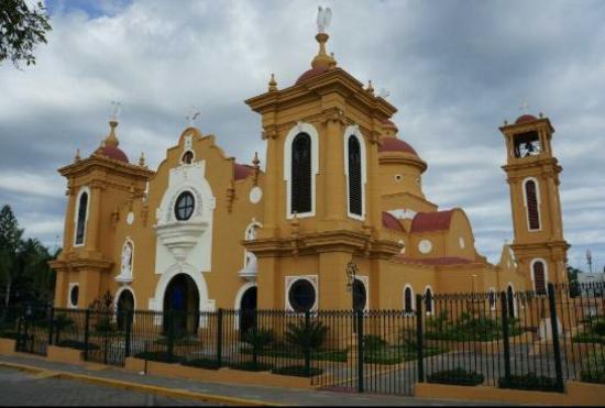 San Cristobal, Dominikana: Iglesia histórica visitala