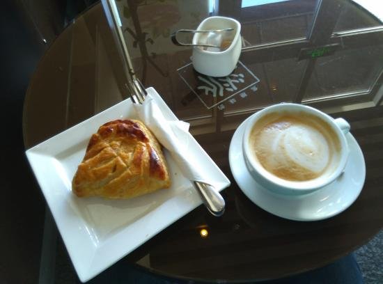 Comptoirs De France : Apple turnover e cafe
