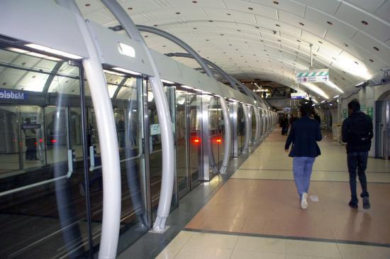 Quai Station Madeleine Ligne 14 - Picture of Paris Metro, Paris ...