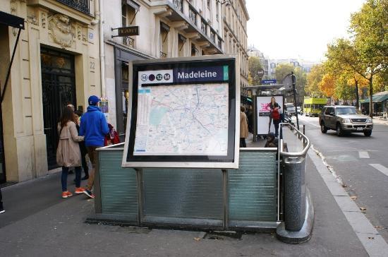 entr e station m tro madeleine photo de m tro de paris paris tripadvisor. Black Bedroom Furniture Sets. Home Design Ideas
